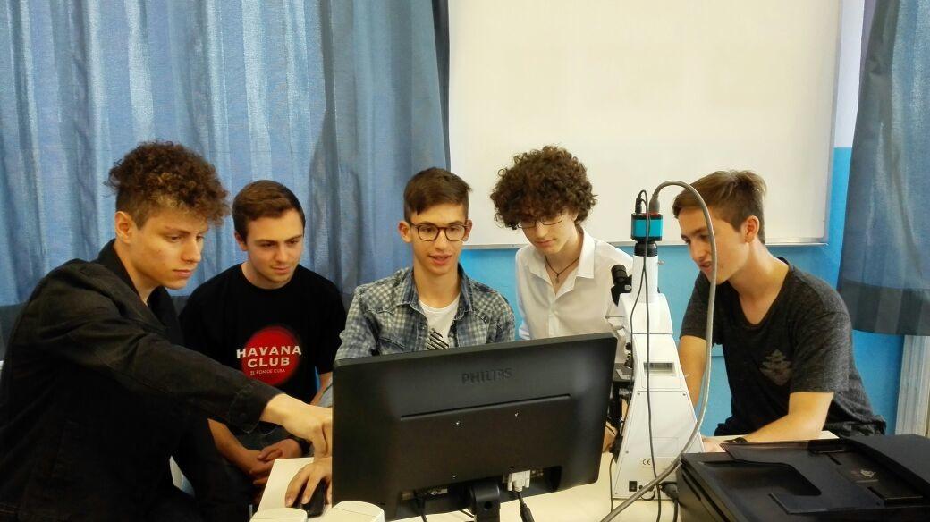 """Allievi del Liceo delle Scienze Applicate vincono il concorso  """"Le mie impronte sul pianeta"""""""